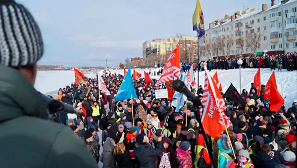 Arkhangelsk Protesting Against Garbage Once Again