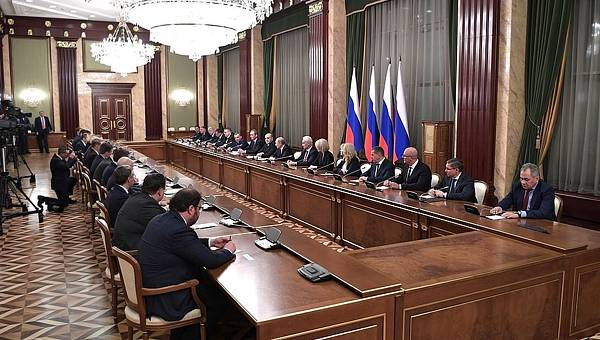 Evgeny Satanovsky: Russia's Governance Turns out into a Mess During Crisis