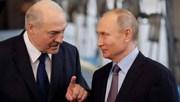 Putin is Turning Into a Second Lukashenko, Says Popular Poet